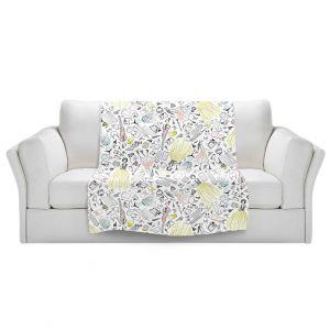 Artistic Sherpa Pile Blankets | Metka Hiti - Fashionista | Floral Flowers pattern