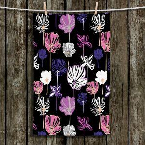 Unique Bathroom Towels | Yasmin Dadabhoy - Linear Flowers 1B | Flowers Pattern